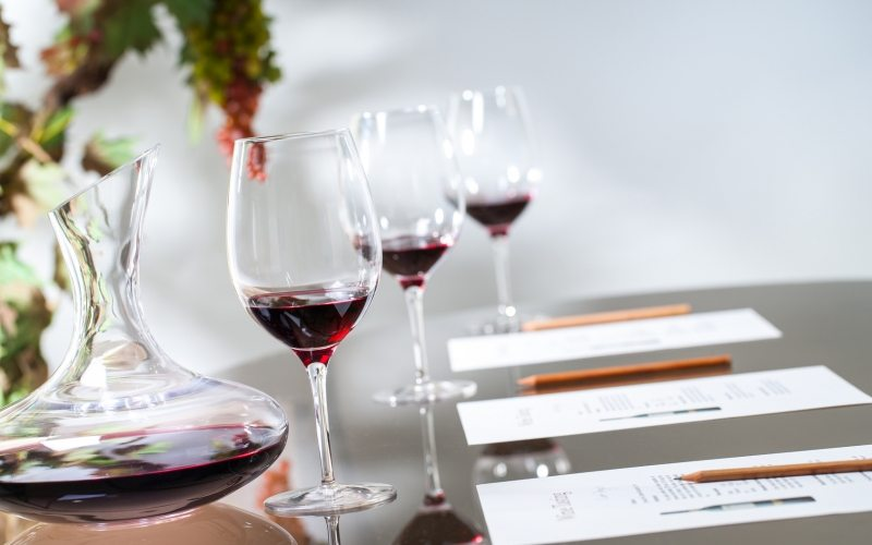 HOW TO THROW AN AMAZING BLIND WINE TASTING PARTY